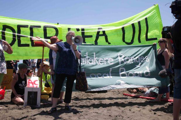 Piha_no_oil_sea_drilling_protest-2-2