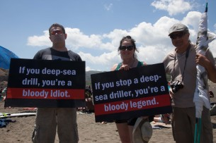 Piha-no-oil-sea-drilling-protest-19-305x203